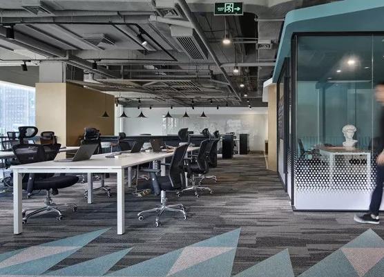 多功能办公室装修设计效果图