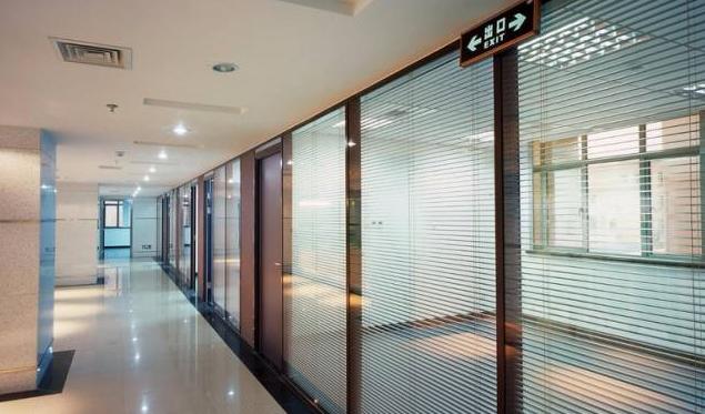 办公室玻璃隔断装修实景图