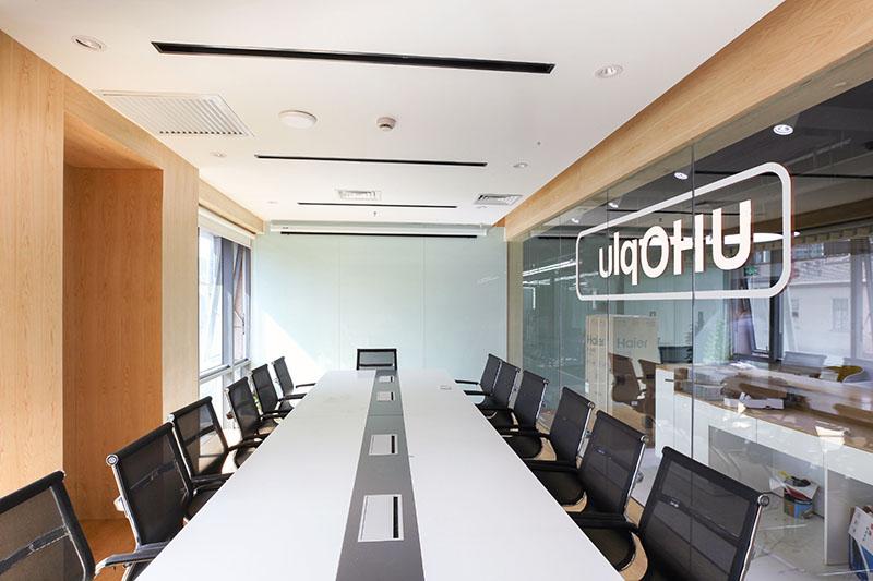 上海海湾大厦众创办公室会议室空间设计.jpg